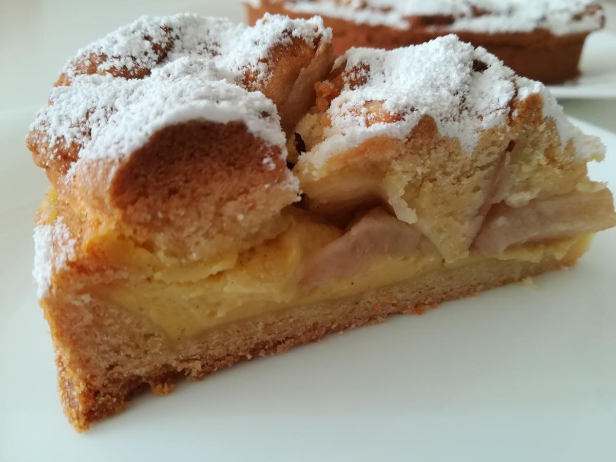 Sbriciolata con crema alla vaniglia e pesche